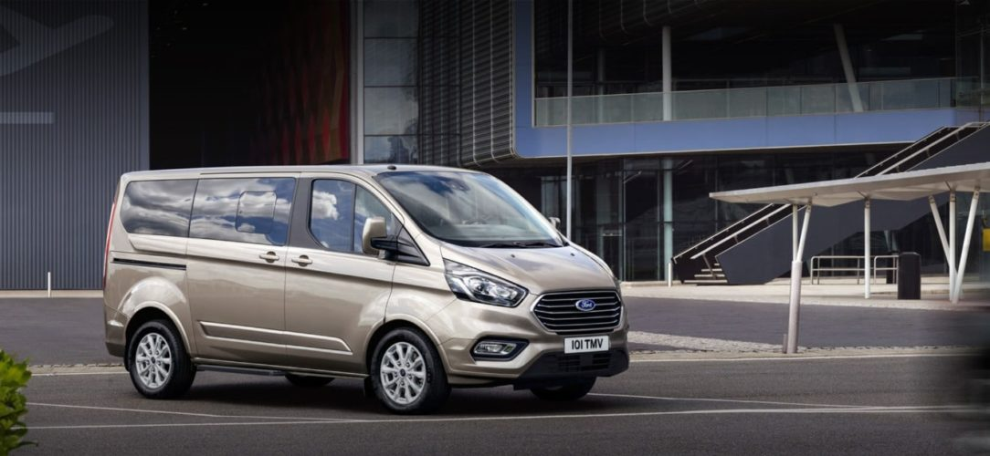 ford-tourneo_custom-eu-200417_Ford_Transit_S03_0384_Pano_LHD-21x9-2160x925-bb.jpg.renditions.extra-large