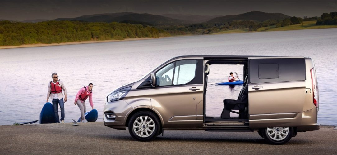 ford-tourneo_custom-eu-200417_Ford_Transit_S03_0685_Pano_LHD-21x9-2160x925-bb.jpg.renditions.extra-large
